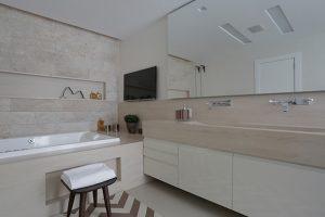 Banheiro sob medida: veja as dicas e vantagens